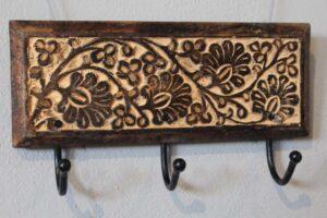 Wieszak drewniany rzeźbiony