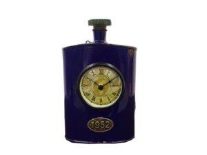 Zegar metalowy w niebieskim kolorze