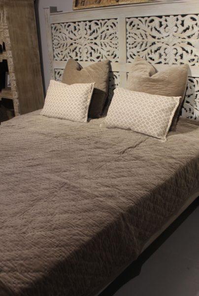 Narzuta na łóżko beżowa