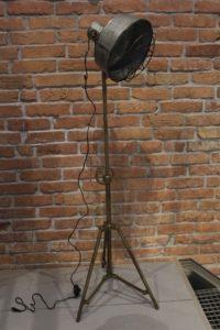 LAMPA-PODŁOWGOWA-REGULOWANA-LOFTOWA