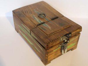 szkatułka z lusterkiem