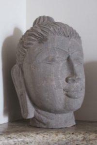 rzeźba-głowa-szara