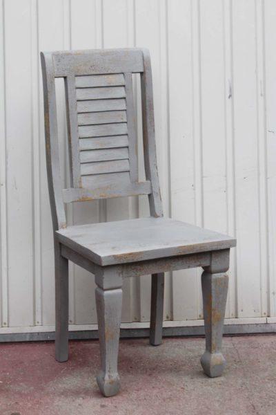 krzesło-drewniane-szare