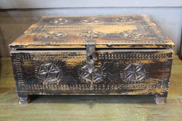 szkatułka-drewniana