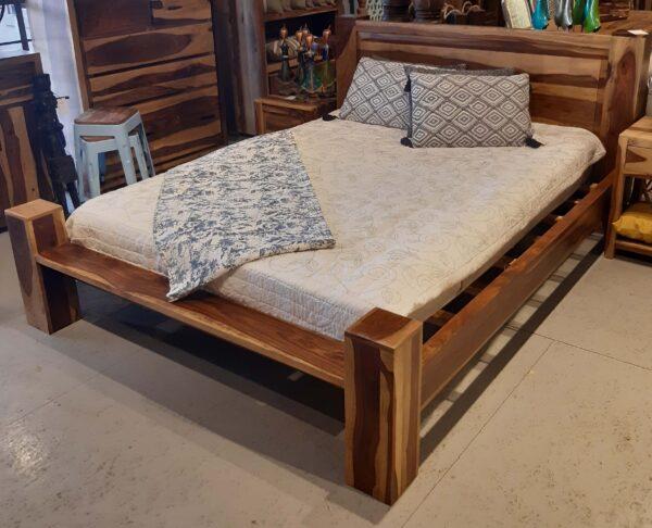 łóżko wooden bed