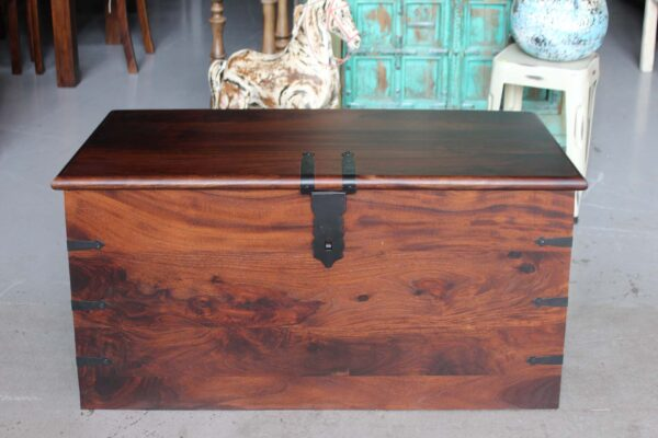 kufer drewniany palisander barwiony